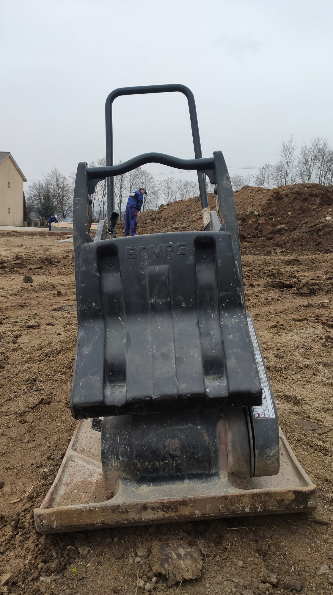 Vibračná doska BOMAG 100kg
