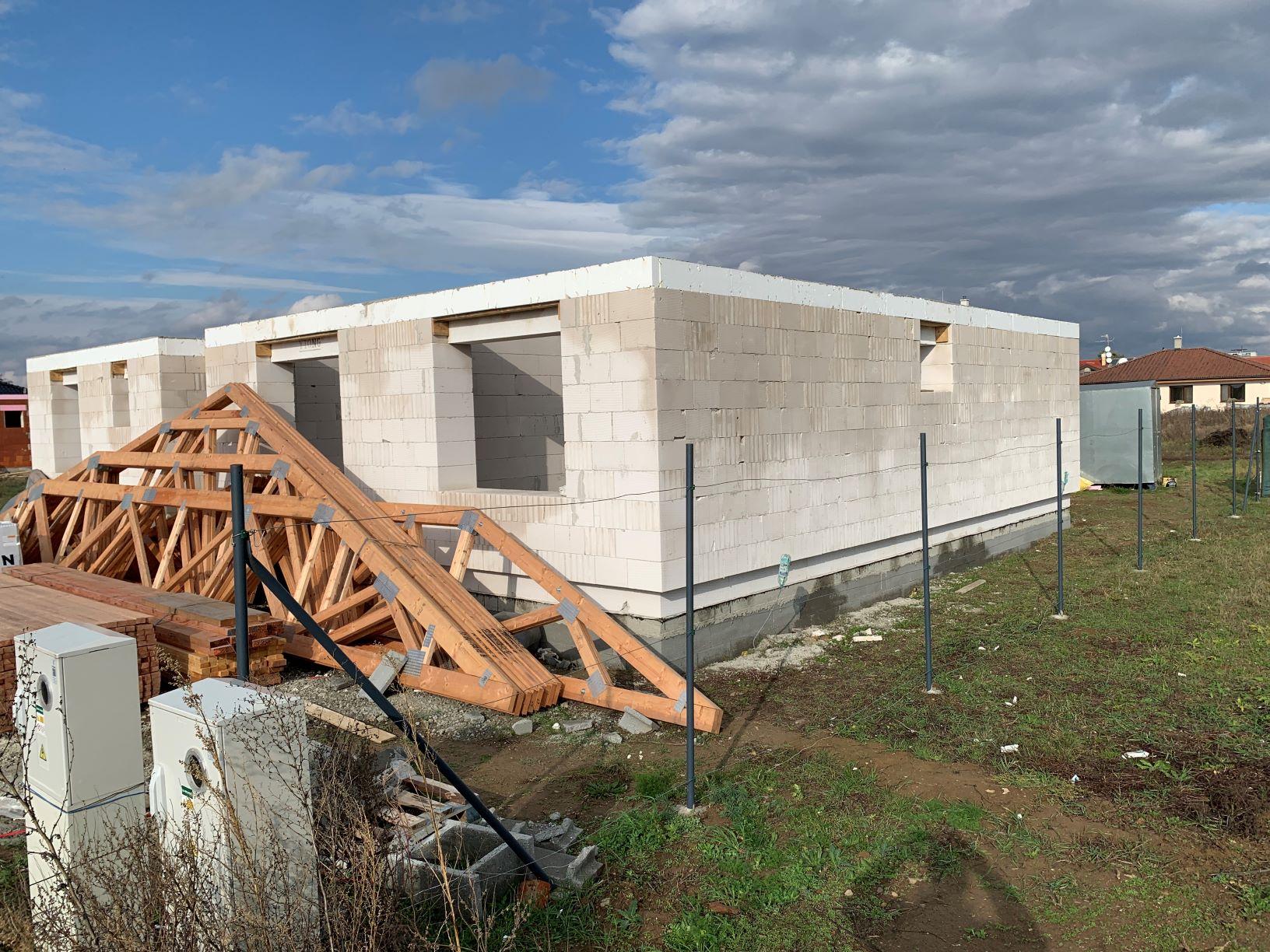 Hrubá stavba domu Chyzerovce