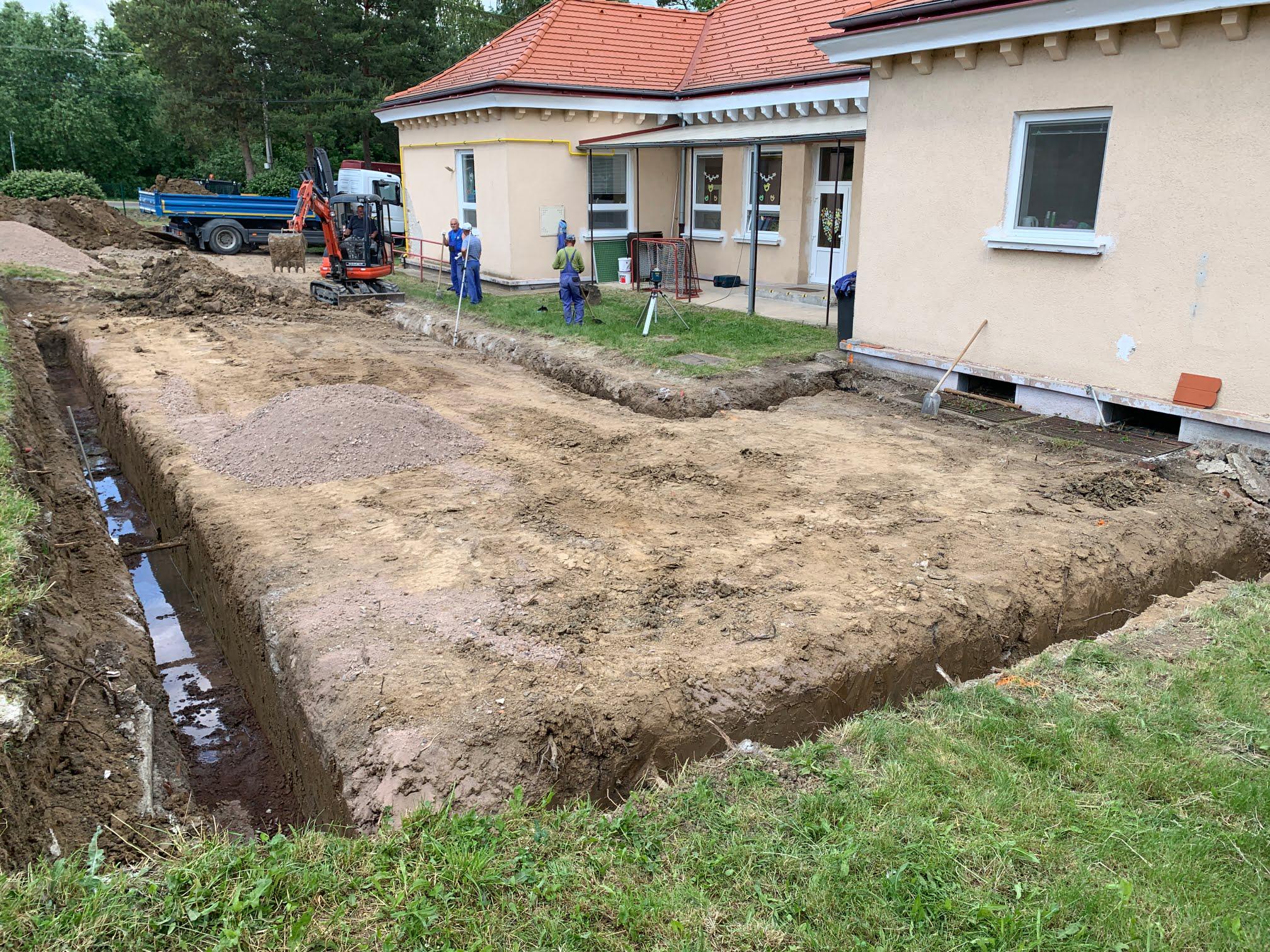 Prístavba škôlky v Čaradiciach